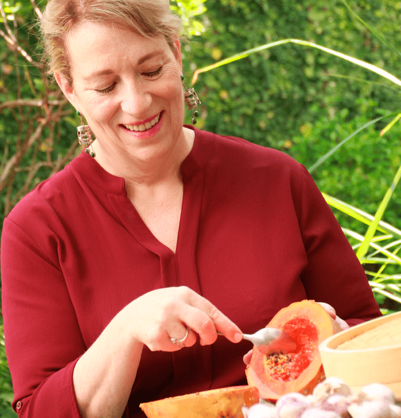 Dr Leslie Korn cutting Papaya for the recipe Diabetes prevention