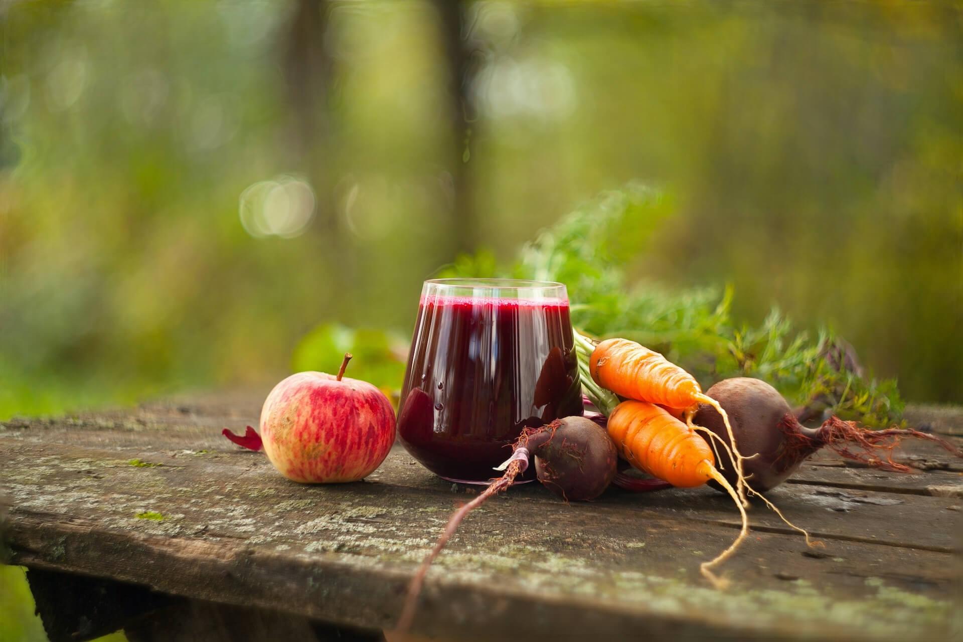 jugo de betabel, manzana y zanahoria