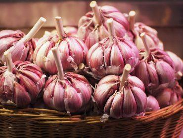 detoxification - garlic cloves